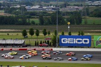 Denny Hamlin, Joe Gibbs Racing, Toyota Camry FedEx Express, Ryan Blaney, Team Penske, Ford Mustang BodyArmor and Paul Menard, Wood Brothers Racing, Ford Mustang Menards / FVP