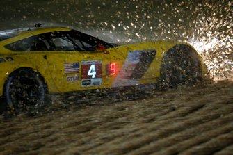 #4 Corvette Racing Corvette C7.R: Oliver Gavin, Tommy Milner, Marcel Fässler in the gravel