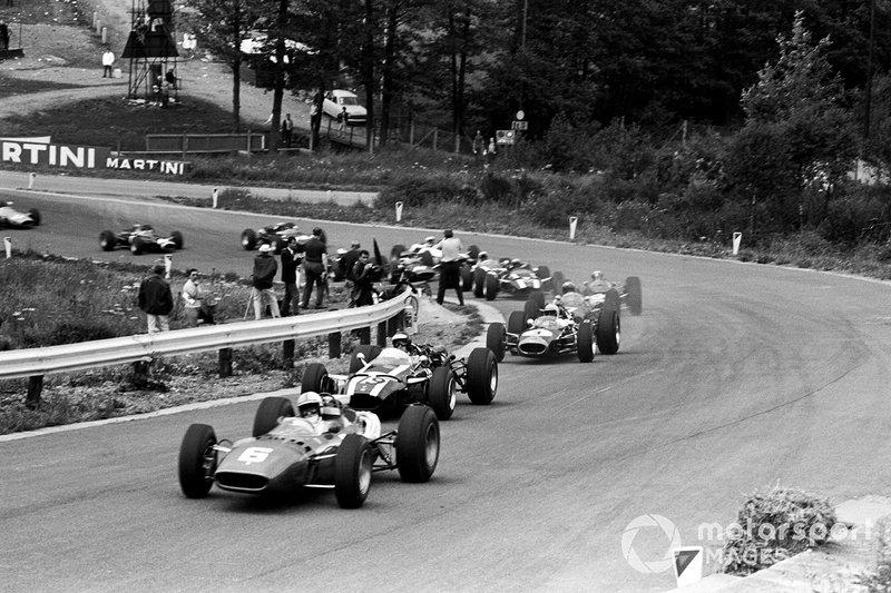 Grand Prix 1966: Parcialmente filmado em pistas durante os finais de semana reais das corridas de F1, Grand Prix combina a nostalgia da era de ouro do automobilismo com sequências de corrida que se destacam até mesmo pelas contrapartes modernas tecnicamente mais avançadas. Este é clássico, imperdível para todos os fãs de F1.