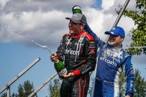 Will Power, Team Penske Chevrolet, Felix Rosenqvist, Chip Ganassi Racing Honda celebra