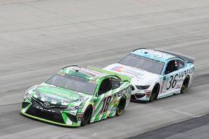 Kyle Busch, Joe Gibbs Racing, Toyota Camry Interstate Batteries, Matt Tifft, Front Row Motorsports, Ford Mustang Delaware Lottery/Surface