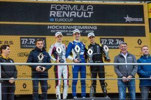 Подиум: победитель Александр Смоляр, второе место – Оскар Пиастри, третье место – Кайо Колле, R-ace GP