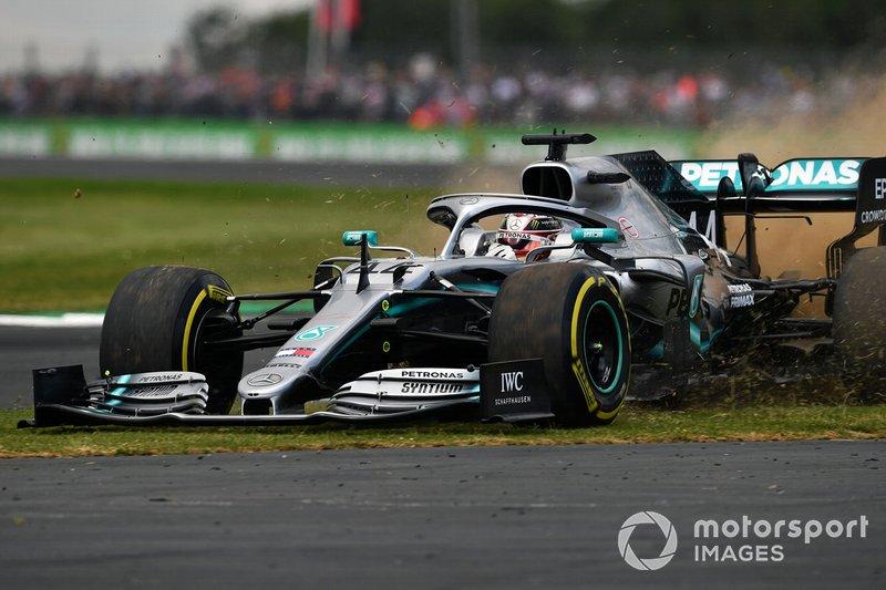 Lewis Hamilton, Mercedes AMG F1 W10, torna in pista dopo un'escursione sull'erba