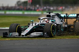 Lewis Hamilton, Mercedes AMG F1 W10, rejoins after an off