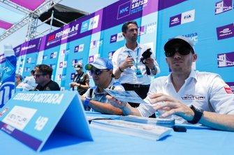Felipe Massa, Venturi Formula E, Edoardo Mortara, Venturi Formula E signs autographs