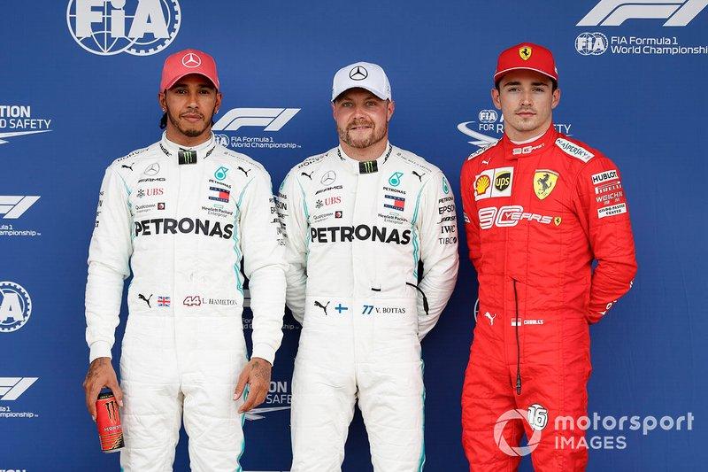 Ganador de la pole Valtteri Bottas, Mercedes AMG F1 segundo Lewis Hamilton, Mercedes AMG F1 y el tercero Charles Leclerc, Ferrari