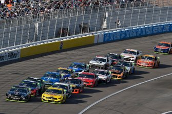 Kevin Harvick, Stewart-Haas Racing, Ford Mustang Mobil 1 and Joey Logano, Team Penske, Ford Mustang Pennzoil