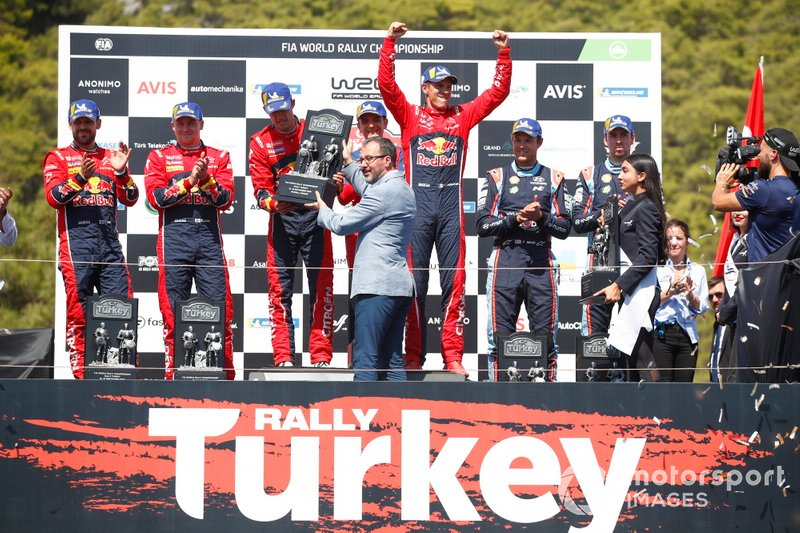 Podio: i vincitori Sébastien Ogier, Julien Ingrassia, Citroën World Rally Team Citroen C3 WRC, secondo classificato Esapekka Lappi, Janne Ferm, Citroën World Rally Team Citroen C3 WRC, terzo classificato Andreas Mikkelsen, Anders Jæger, Hyundai Motorsport Hyundai i20 Coupe WRC