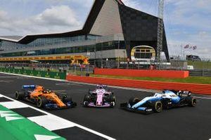 McLaren MCL34, Racing Point RP19 e Williams Racing FW42, davanti alla Silverstone Wing