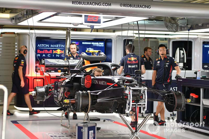 Una Red Bull Honda nel garage