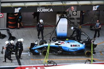 Robert Kubica, Williams FW42, in the pits