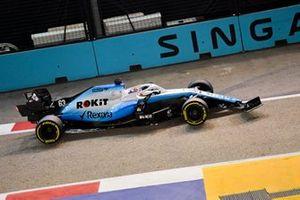 George Russell, Williams Racing FW42 con un alerón delantero roto