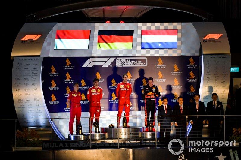 Charles Leclerc, Ferrari, il vincitore della gara Sebastian Vettel, Ferrari e Max Verstappen, Red Bull Racing on the podium