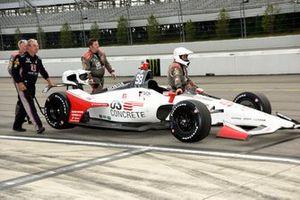 Marco Andretti, Andretti Herta con el equipo de Marco & Curb-Agajanian Honda traen el coche de vuelta al garaje después de que la lluvia acortara el evento