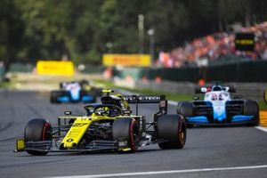Nico Hulkenberg, Renault F1 Team R.S. 19, leads George Russell, Williams Racing FW42
