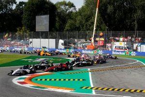 Lirim Zendeli, Sauber Junior Team by Charouz leads Christian Lundgaard, ART Grand Prix and Richard Verschoor, MP Motorsport at the tart of the race