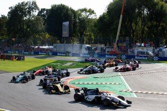 Callum Ilott, Sauber Junior Team by Charouz en Guanyu Zhou, UNI Virtuosi Racing