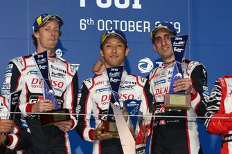 Podium: les vainqueurs #8 Toyota Gazoo Racing Toyota TS050 - Hybrid: Sébastien Buemi, Kazuki Nakajima, Brendon Hartley