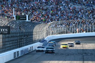 Kevin Harvick, Stewart-Haas Racing, Ford Mustang Busch Beer / National Forest Foundation drives under the checkered flag to win