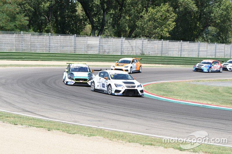 Salvatore Tavano, Scuderia del Girasole by Cupra Racing, Cupra TCR, davanti a Marco Pellegrini, Target Competition, Hyundai i30 N TCR