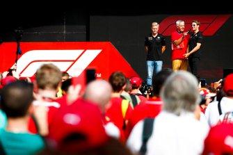 Гонщики Haas F1 Team Кевин Магнуссен и Ромен Грожан