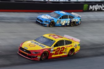 Joey Logano, Team Penske, Ford Mustang Shell Pennzoil, Kevin Harvick, Stewart-Haas Racing, Ford Mustang Busch Beer