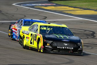 Paul Menard, Wood Brothers Racing, Ford Mustang Menards / Monster and Ryan Preece, JTG Daugherty Racing, Chevrolet Camaro Kroger