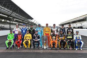 Gruppenfoto: Die 16 Playoff-Teilnehmer der Monster Energy NASCAR Cup Series 2019