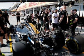 Рэпер ASAP Ferg во время отработки процедуры пит-стопа командой Haas F1 Team