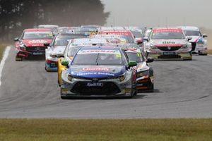 Tom Ingram, Speedworks Motorsport Toyota Corolla comanda all'inizio di gara 1