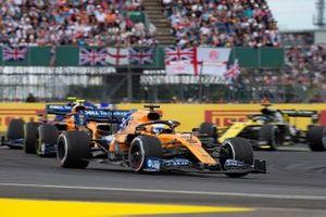 Carlos Sainz Jr., McLaren MCL34, devant Lando Norris, McLaren MCL34