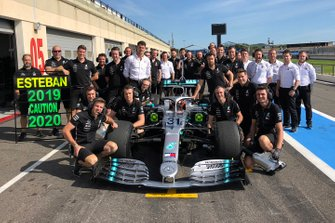 Esteban Ocon, Mercedes AMG F1 with the team members