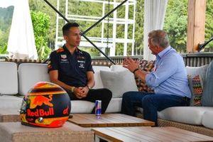 Alexander Albon, Red Bull, talks to Johnny Herbert