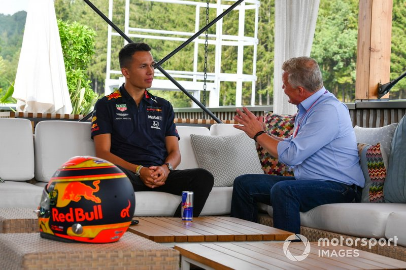 Alexander Albon, Red Bull, talks to Johnny Herbert