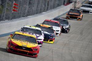 Joey Logano, Team Penske, Ford Mustang Shell Pennzoil, Jimmie Johnson, Hendrick Motorsports, Chevrolet Camaro Ally