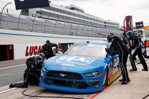 Austin Cindric, Team Penske, Ford Mustang PPG pit stop