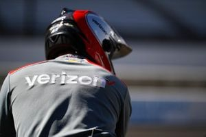 Will Power, Team Penske Chevrolet, crew member, Verizon Logo