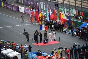 Carlos Tavares waves the 24 Hours of Le Mans starter's flag delivered by the French Army