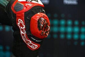 Protection du genou de Fabio Quartararo, Petronas Yamaha SRT