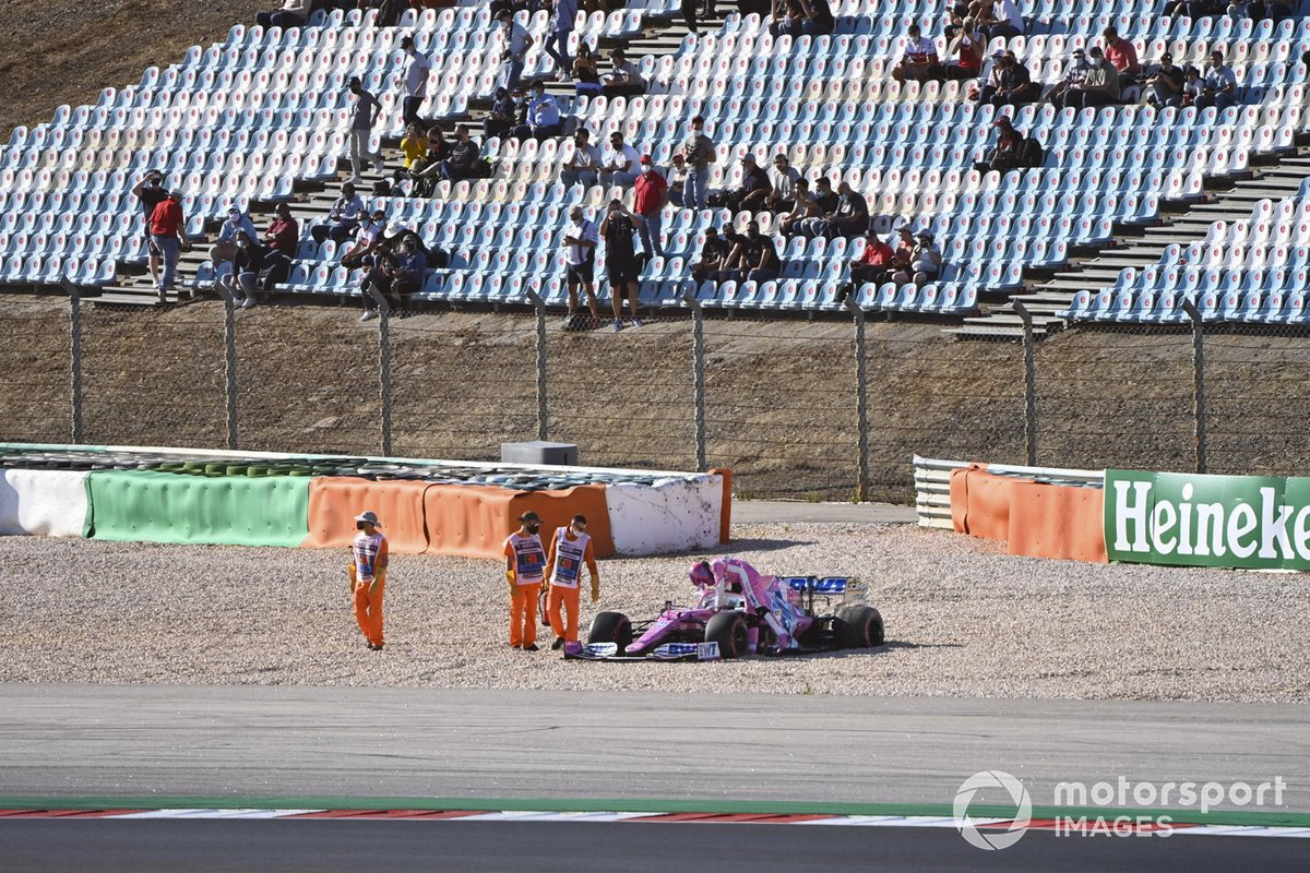 Lance Stroll, Racing Point RP20, esce dall'auto dopo l'incidente con Max Verstappen, Red Bull Racing RB16