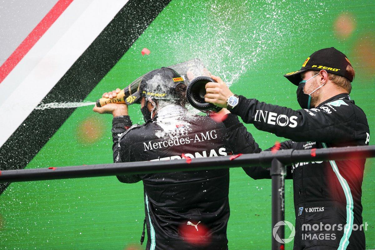 Podio: segundo lugar Valtteri Bottas, Mercedes-AMG F1, ganador de la carrera Lewis Hamilton, Mercedes-AMG F1