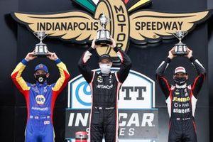 Alexander Rossi, Andretti Autosport Honda, il vincitore della gara Josef Newgarden, Team Penske Chevrolet, Rinus VeeKay, Ed Carpenter Racing Chevrolet