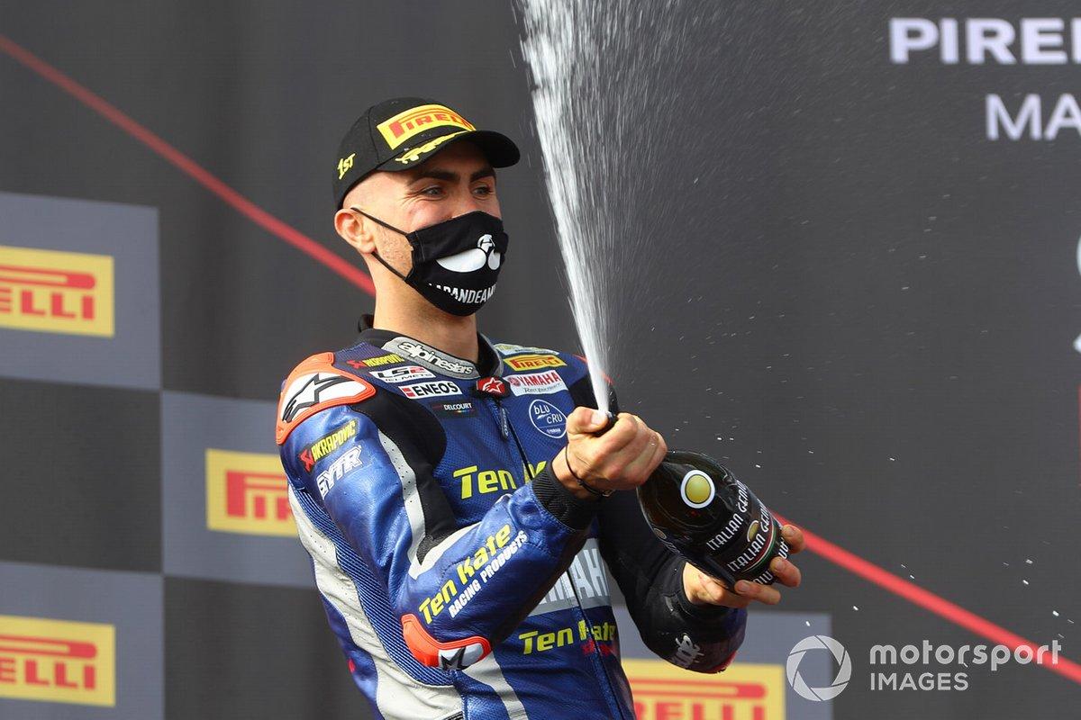Podio: secondo posto Loris Baz, Ten Kate Racing Yamaha