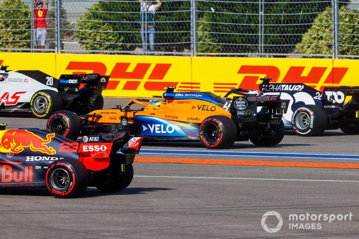 Kevin Magnussen, Haas VF-20, Lando Norris, McLaren MCL35, e Daniil Kvyat, AlphaTauri AT01