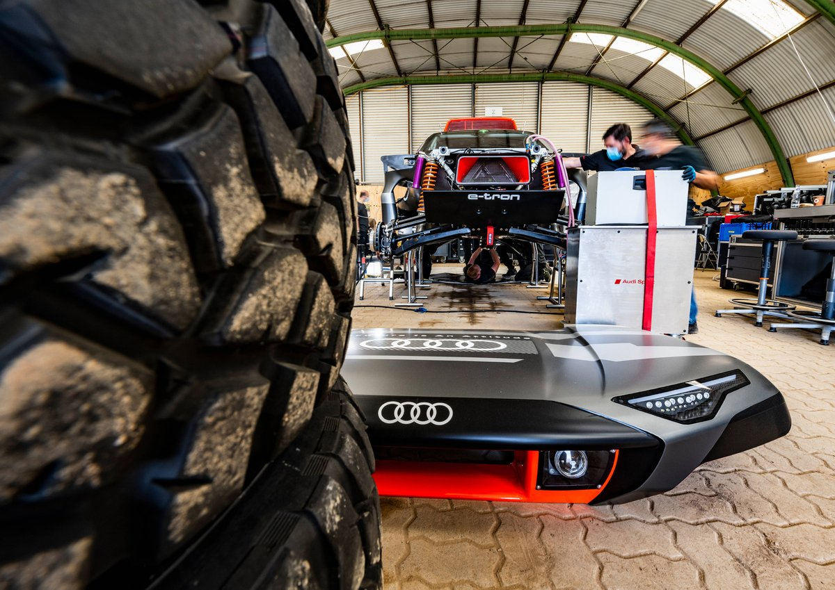 Audi RS Q e-tron dettaglio anteriore