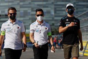Albert Lau, Race Engineer, Mercedes Benz EQ, Nyck de Vries, Mercedes Benz EQ, on the track walk