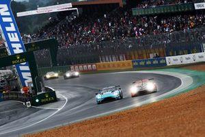 #33 TF Sport Aston Martin Vantage AMR LMGTE Am, Ben Keating, Dylan Pereira, Felipe Fraga #99 Proton Competition Porsche 911 RSR - 19 LMGTE Am, Harry Tincknell, Vutthikorn Inthraphuvasak, Florian Latorre