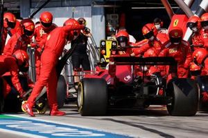 Charles Leclerc, Ferrari SF21, maakt een stop