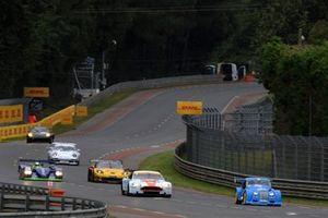 #273 Morgan Plus 8 GTR: Adrian Van Der Kroft, #8 Aston Martin DBR9: Roald Goethe, Stuart Hall