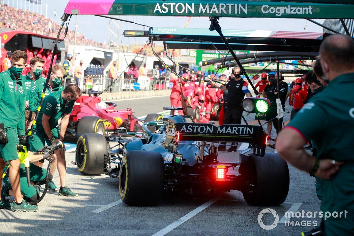Lance Stroll, Aston Martin AMR21, ai box